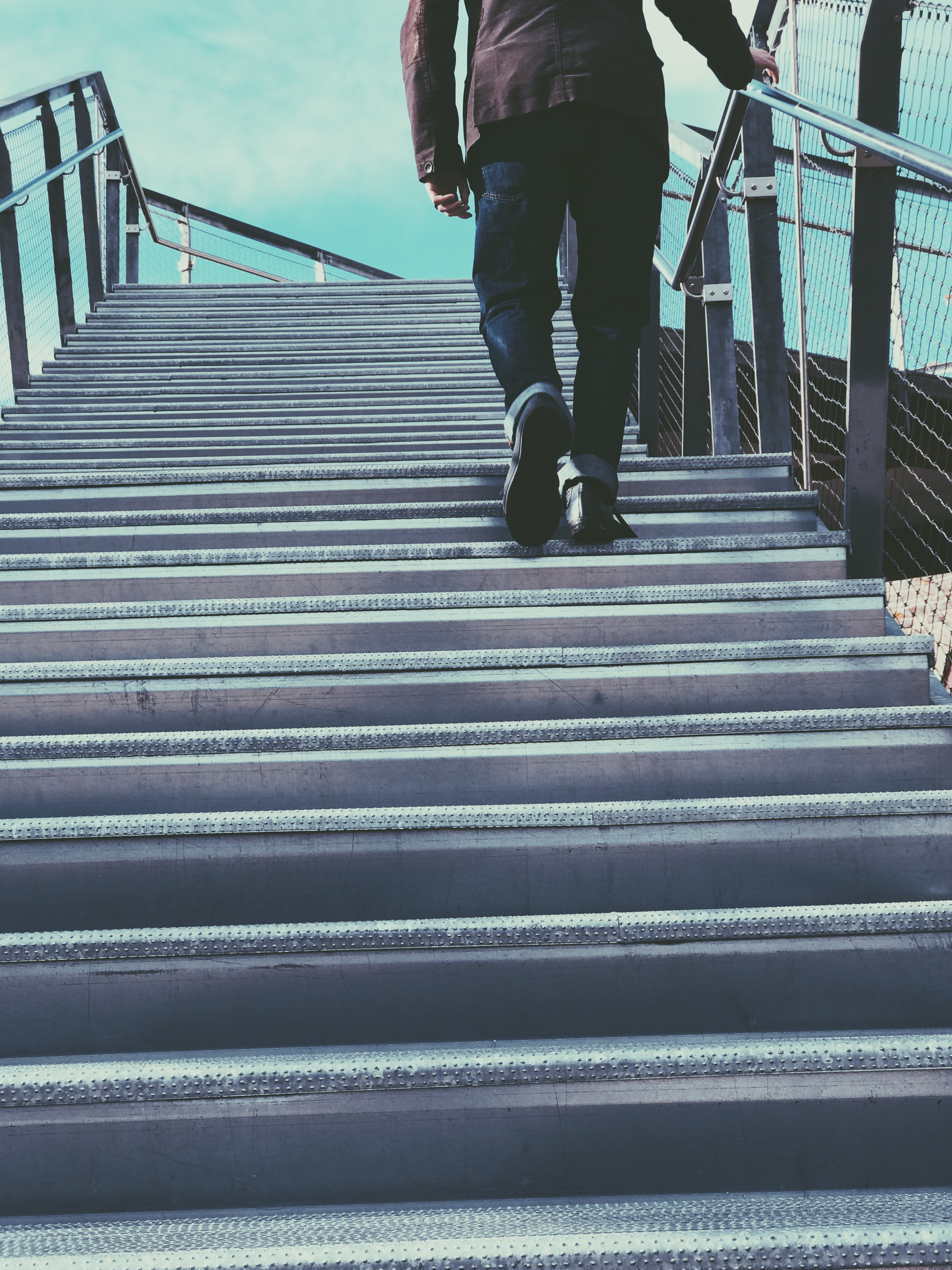healthy habits to lose weight - take the stairs